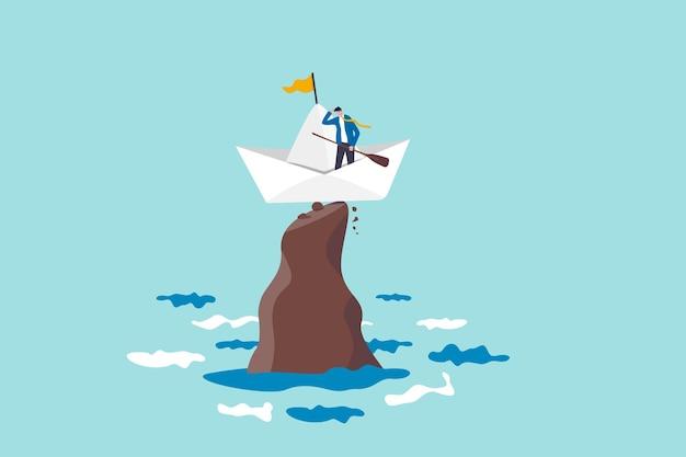 Leven of bedrijf zit vast, worstelt met probleem of obstakel, fout, fout of mislukking veroorzaakt hopeloze situatie, zakelijk moeilijkheidsconcept, hopeloze zakenman zit vast op schipbreuk op hoge rotsklif