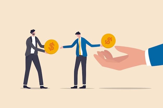 Levend salaris naar salaris, financieel probleem, maandelijks inkomen krijgen om te betalen voor schuld en lening of maandelijks uitgavenconcept, uitgeputte zakenman salaris man krijgt dollar munt en betaalt het voor crediteuren schuld.