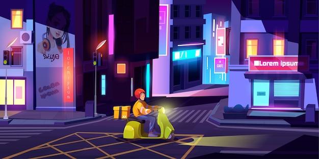 Levering man op scooter met doos rijdt 's nachts op straat in de stad.
