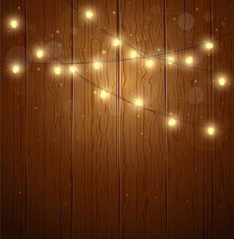 Lichte slinger op houten muur