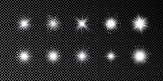Lichteffect van lensflares. set van tien witte gloeiende lichten starburst effecten met glitters op een donkere transparante achtergrond. vector illustratie