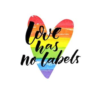 Liefde heeft geen labels. inspirerende lgbt-slogan. borstel belettering op regenboog geschilderd hart.