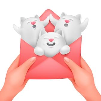 Liefdesenvelop in vrouwelijke handen met drie witte katten. verjaardag wenskaart concept sjabloon.