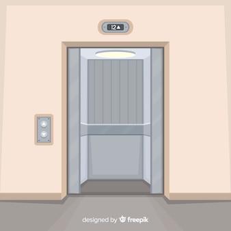 Lift met deuren open