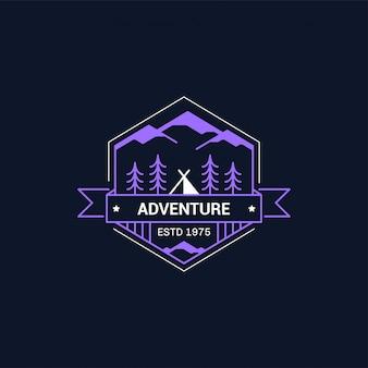 Lijn kamp badge. bergbeklimmen en boskamp embleem.