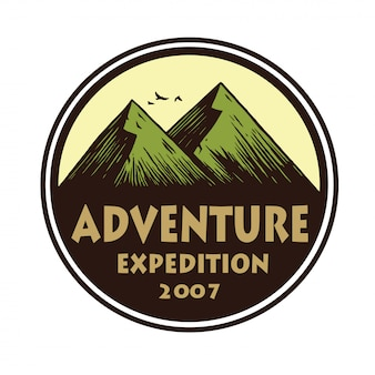 Logo voor camping mountain adventure, emblemen en badges. kamp in forest vector cirkel illustratie ontwerpsjabloon