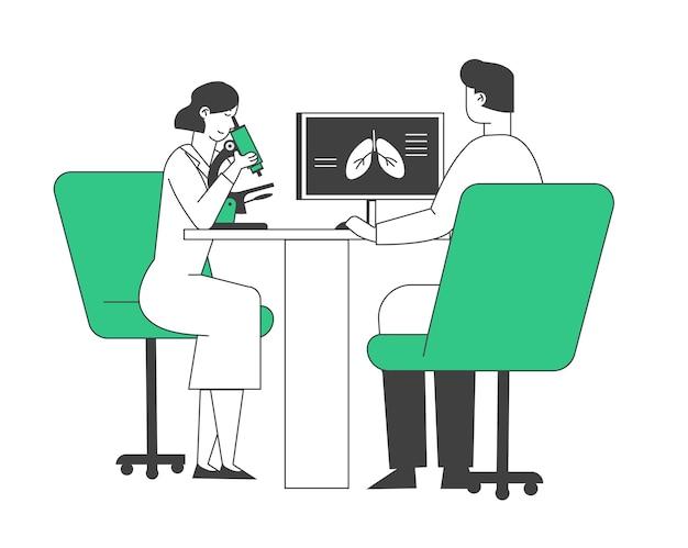 Longarts artsen controleren longen kijken naar microscoop en leren röntgenfoto op computerscherm.