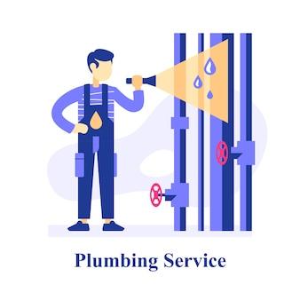 Loodgieter inspecteert leidingen, zoekt probleem, repareert lekkende leidingen, centrale waterlijn, serviceman met zaklamp, noodsituatie, verbetering en vervanging riolering, leidingschade