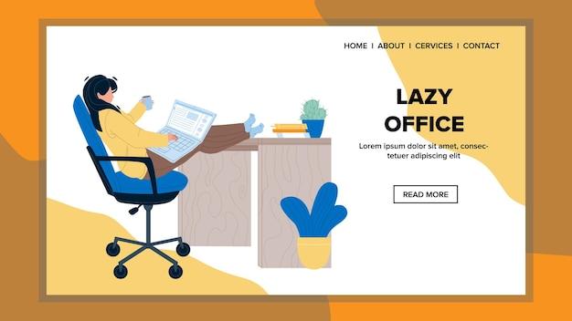 Luie kantoormedewerker die op laptop vector werkt. jonge vrouw met benen op tafel en koffiekopje te houden, luie kantoorcollega werk op computer. karakter zakenvrouw web platte cartoon afbeelding