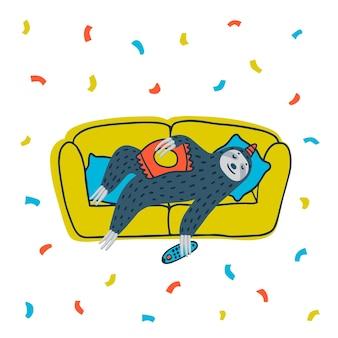 Luie luiaardfeestje leuke luiaard liggend op de bank met tv-afstandsbediening en chips