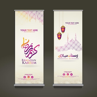 Luxe en elegante roll-up banner set sjabloon, ramadan kareem met islamitische kalligrafie, wassende maan, traditionele lantaarn en moskee patroon