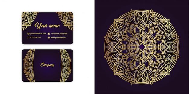 Luxe gouden mandala arabesque visitekaartje en arabesque achtergrond ingesteld op elegante paarse kleur