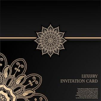 Luxe gouden mandala uitnodigingskaart met zwarte achtergrond