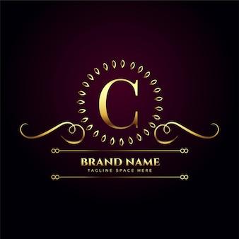 Luxe koninklijk gouden logo voor letter c
