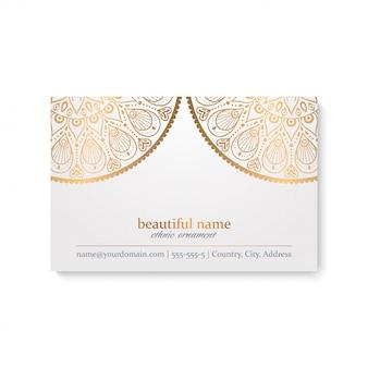 Luxe visitekaartje sjabloon met indiase stijl, witte en gouden kleur