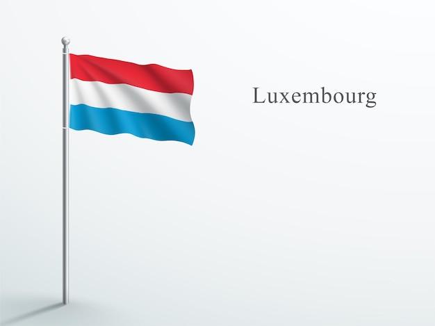 Luxemburgse vlag 3d element zwaaiend op stalen vlaggenmast