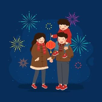 Maannieuwjaarsfamilie met lantaarn en vuurwerk