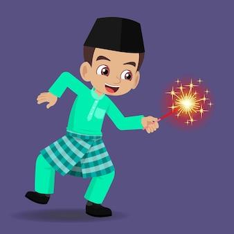 Maleise jongen die hari raya viert en vuurwerk speelt