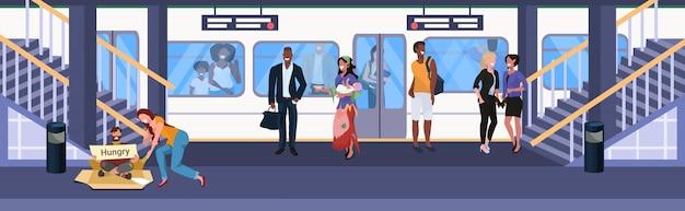 Man bedelen voor hulp meisje geld geven aan bedelaar met bord bord daklozen concept mix race passagiers op metro ondergronds station staande op platform plat horizontale volledige lengte
