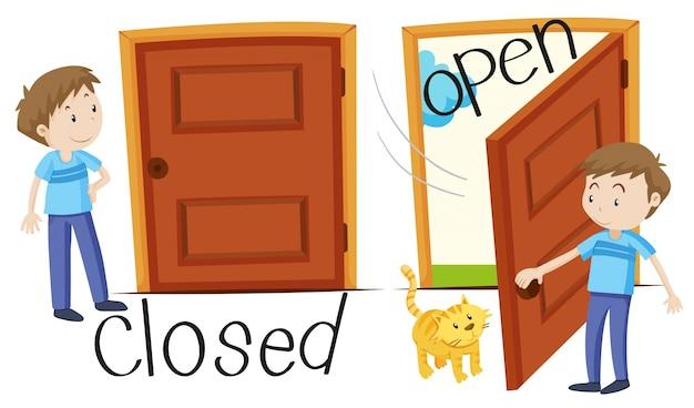 Man door gesloten en geopende deur