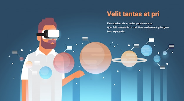 Man draag digitale bril planeten van het zonnestelsel virtual reality planetaire ontwerp vr visie headset innovatie concept vlakke ruimte melkweg horizontale kopie ruimte