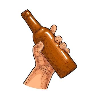 Man en vrouw handen vasthouden, rammelende met bierglas, fles
