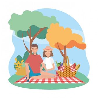 Man en vrouw met wijn en melkfles met sandwinch