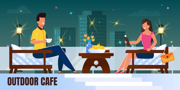 Man en vrouw op romantische avondnacht bij restaurant