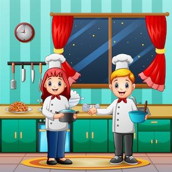 Man en vrouwchef-kok in de keuken