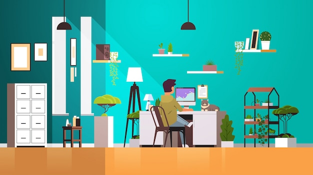 Man freelancer met behulp van computermonitor thuis werken tijdens coronavirus quarantaine freelance