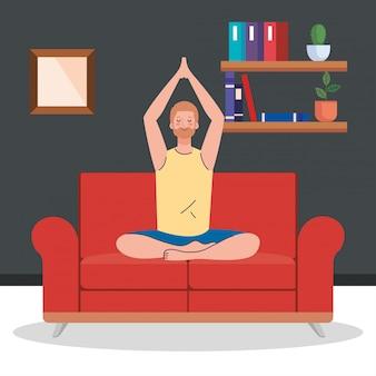Man mediteren in de woonkamer, zittend in bank