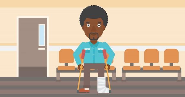 Man met gebroken been en krukken.