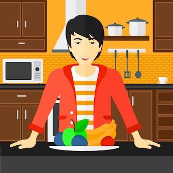 Man met gezond voedsel.