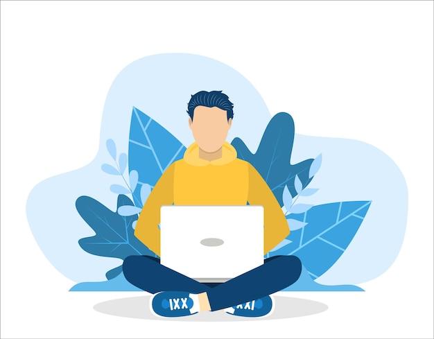 Man met laptop zitten in de natuur met gekruiste benen.