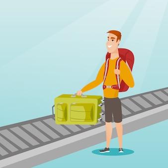 Man oppakken van koffer van transportband.