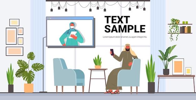 Man patiënt bespreken met arabische vrouwelijke arts in webbrowservenster online