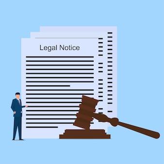 Man presenteert een juridische kennisgeving met hamerwet.