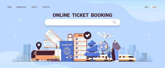 Man reiziger met bagage tickets kopen of zoeken in mobiele app online ticket boeken reizen
