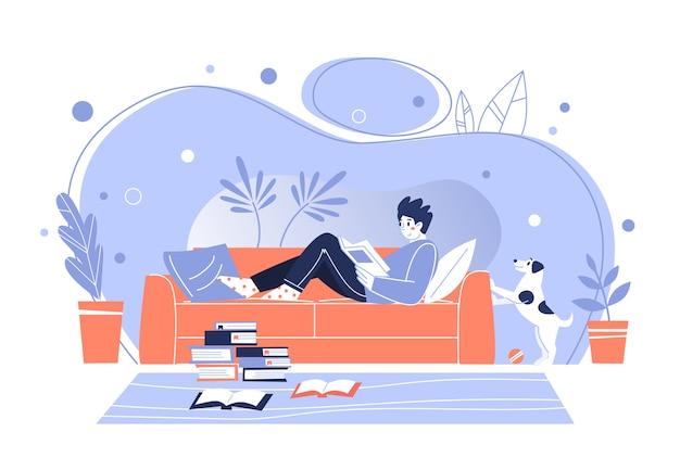 Man thuis, liggend op de bank, boeken lezen. home bibliotheek. het concept van het lezen van papieren literatuur. jonge volwassen man die rust met een goed boek. jongen die zich thuis vermaakt. vector illustratie