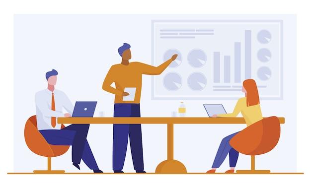 Manager rapport presenteren aan collega's
