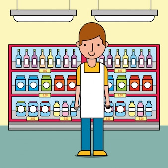 Mannelijke arbeider die zich dichtbij van planken met flessen en pakketten in supermarkt bevinden