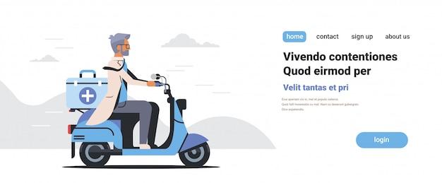 Mannelijke arts in uniform rijden scooter met medische chirurgische doos eerste hulp