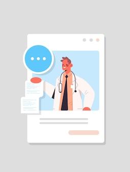 Mannelijke arts in webbrowservenster raadplegen patiënt online overleg gezondheidszorg geneeskunde medisch advies concept