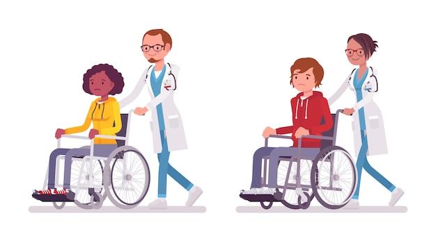 Mannelijke en vrouwelijke arts met rolstoelpatiënt. mensen in het ziekenhuis vervoeren persoon niet in staat om te lopen. geneeskunde, gezondheidszorgconcept. stijl cartoon illustratie op witte achtergrond