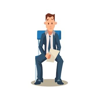Mannelijke kandidaat zit op stoel vóór sollicitatiegesprek