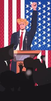 Mannelijke politicus die tot mensen spreekt van tribune, 4 juli amerikaanse onafhankelijkheidsdag viering banner