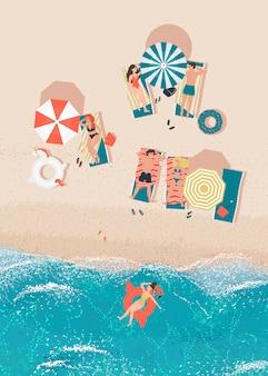 Mannen en vrouwen brengen tijd door op vakantie op zee