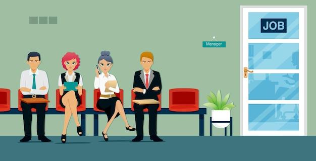 Mannen en vrouwen wachten in de rij voor sollicitatiegesprekken voor bedrijfsposities