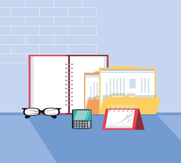 Mapdocument met kantoorbenodigdheden op de werkplek