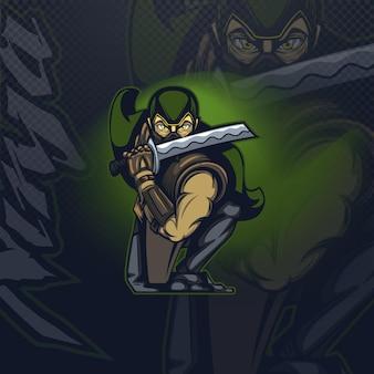 Mascotte logo ninja in een aanvallende pose op een donkere achtergrond.
